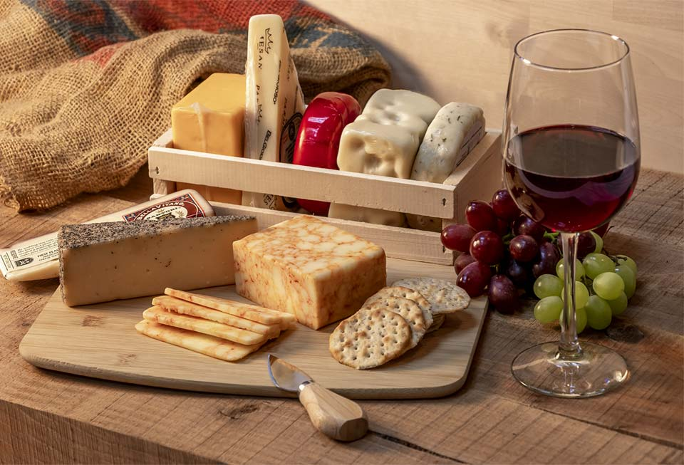 retail-store-wine-cheese-crackers-image